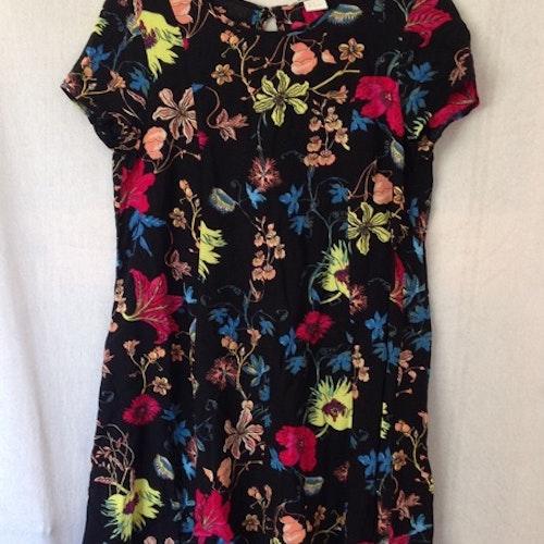 Blommig klänning stl 34