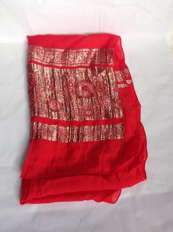 Röd sjal