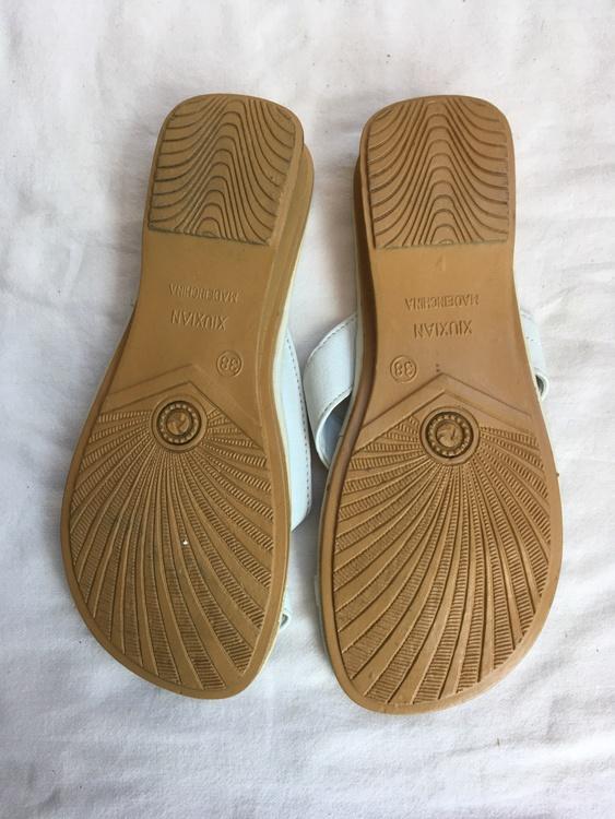 Vita sandaler stl 38