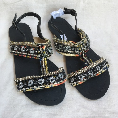 Svarta sandaler stl 38