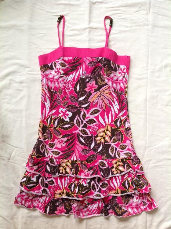 Mönstrad klänning stl 170
