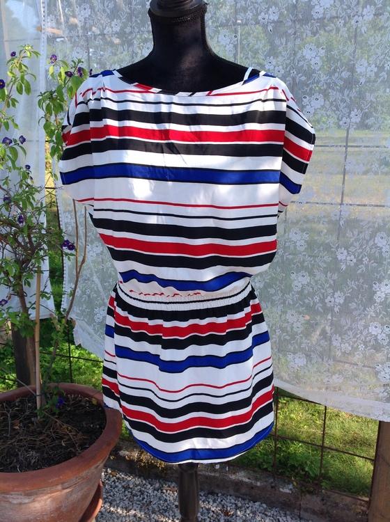 Randig klänning stl 36