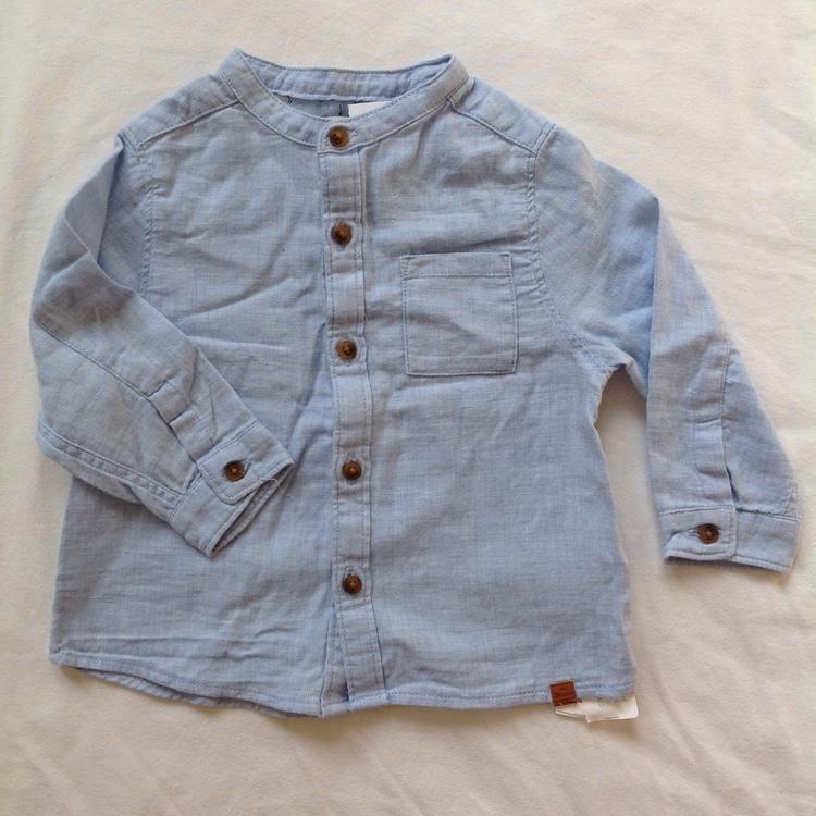 Ljusblå skjorta stl 68