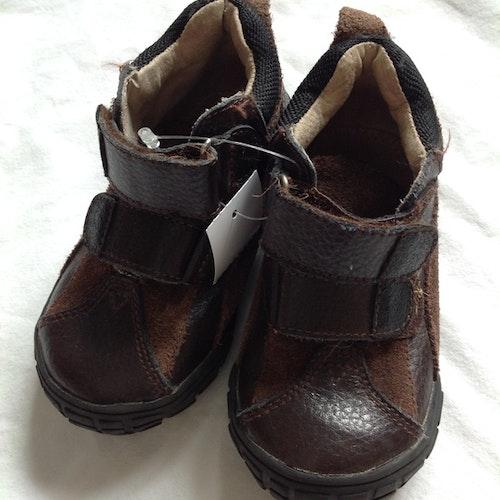 Bruna skor stl 25