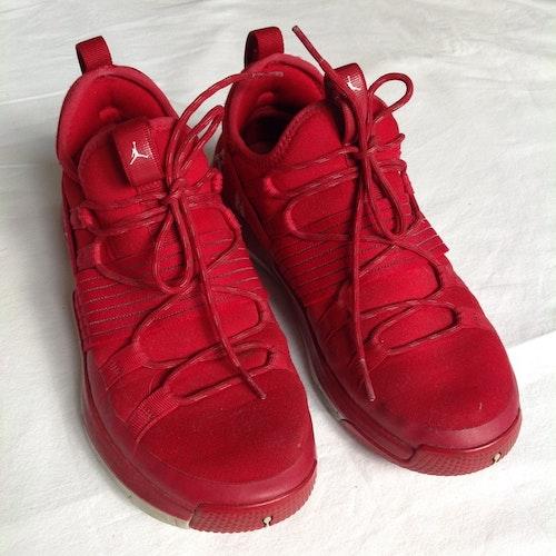 Röda gympaskor stl 40