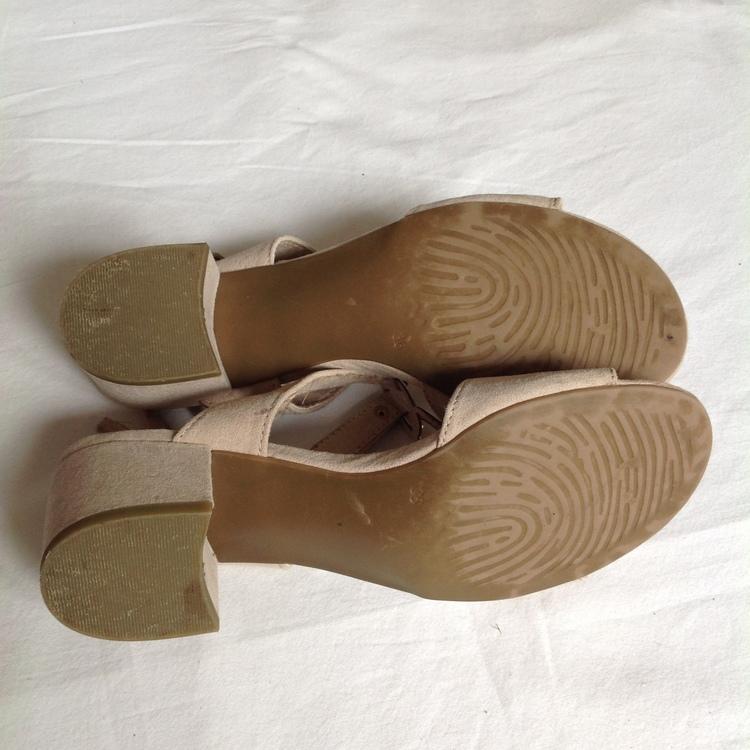 Beige sandaletter stl 36
