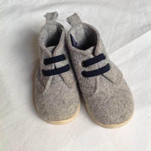 Grå skor stl 20