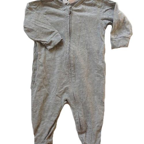 Grå pyjamas stl 62