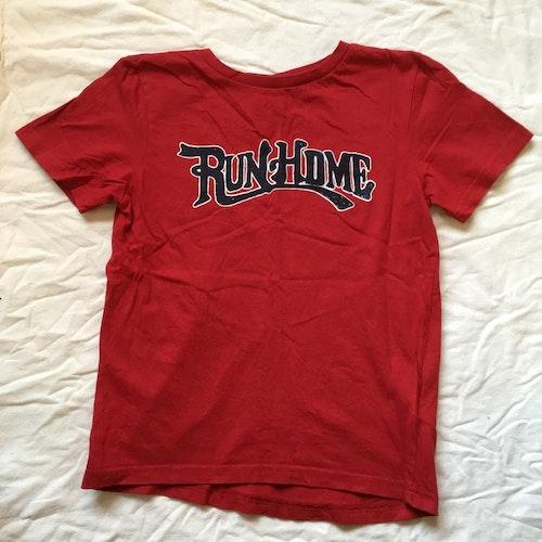 Röd t-shirt stl 140