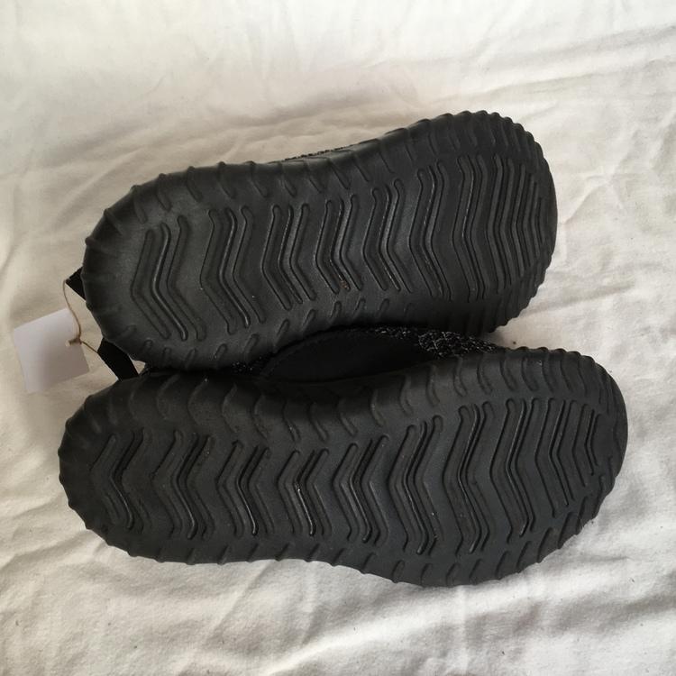Svarta sneakers stl 31