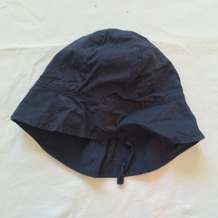 Mörkblå solhatt stl 48/49