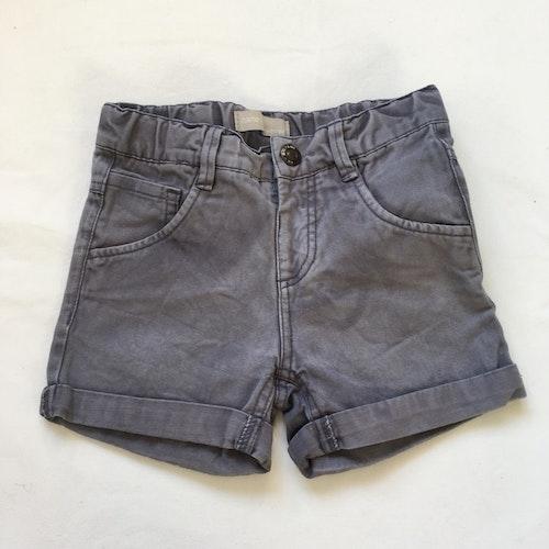 Grå shorts stl 92