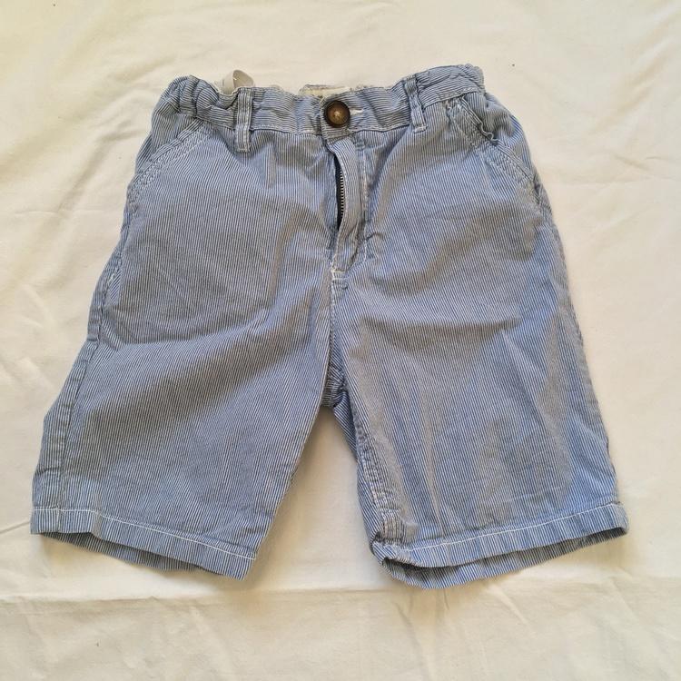 Blårandiga shorts stl 140