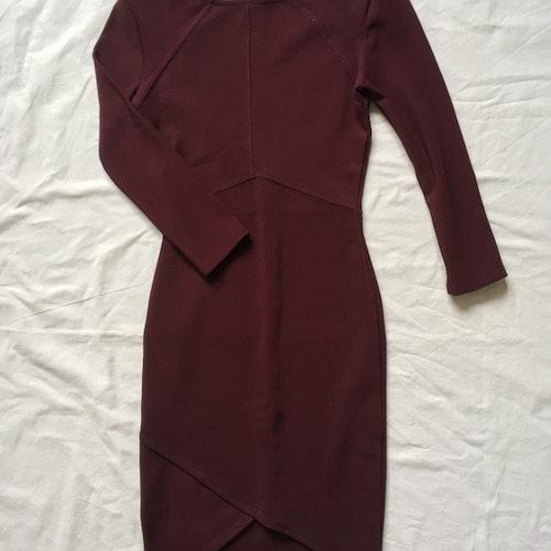 Vinröd klänning stl XS