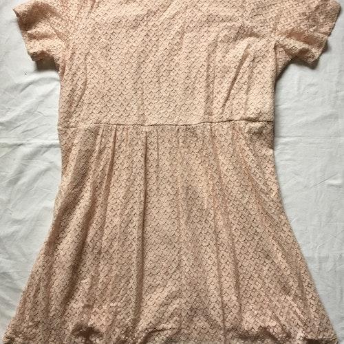 Rosa spetsklänning stl 54