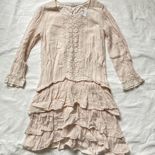 Rosa klänning stl 140