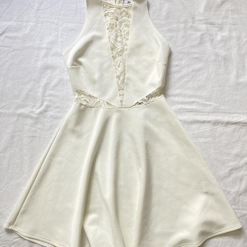 Gräddvit klänning stl M