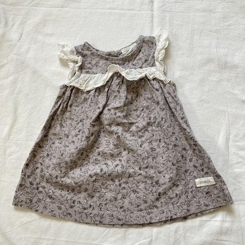 Blommig klänning stl 62