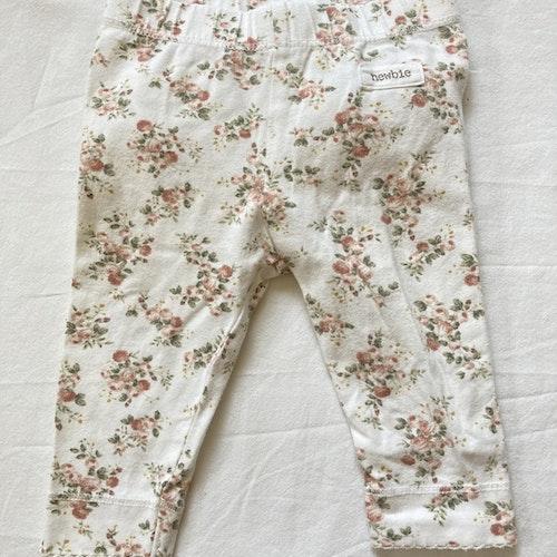 Blommiga leggings stl 62