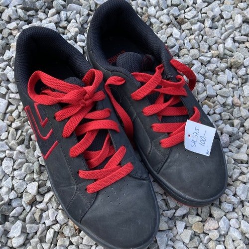 Svarta sneakers stl 37,5