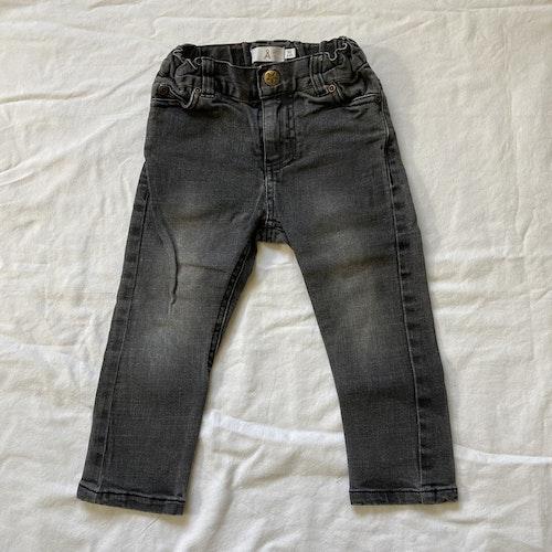 Grå jeans stl 92