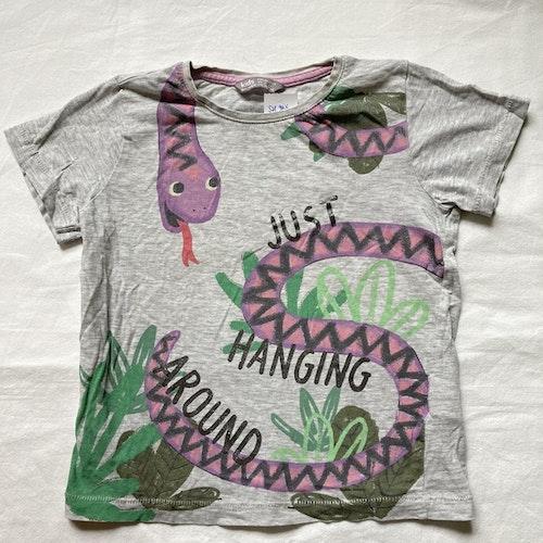 Grå t-shirt stl 98/104