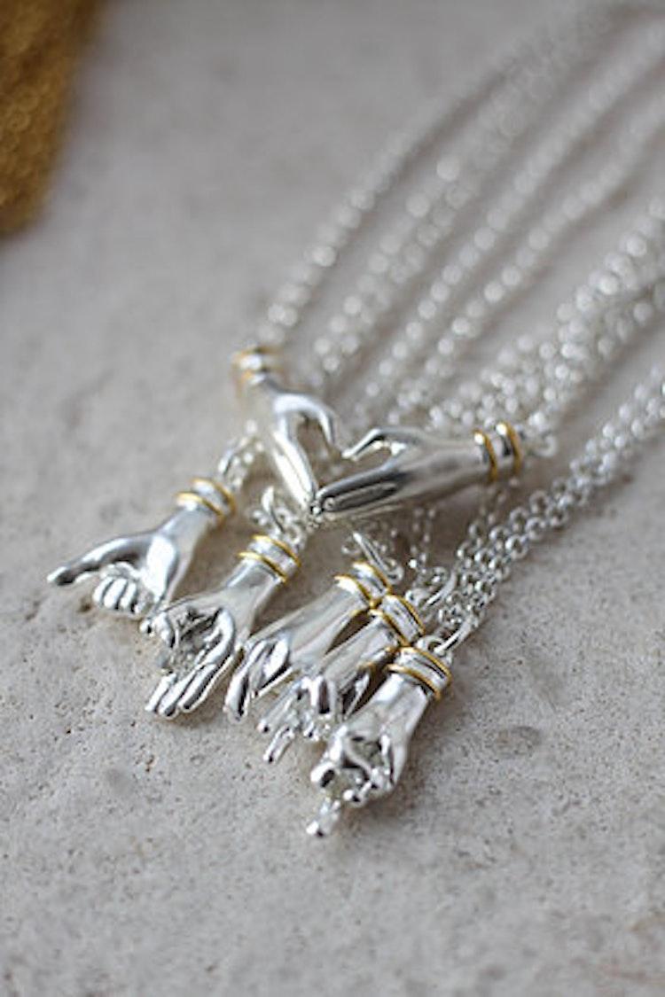 Crossed Fingers medium kedja silver