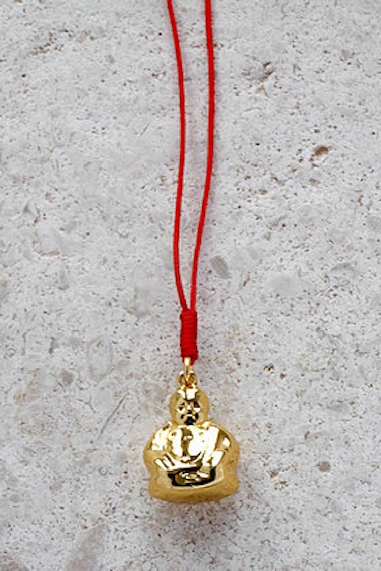 Buddha med röd tråd guld
