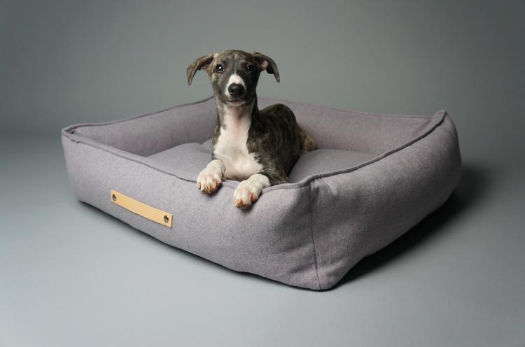 Designad grå hundbädd