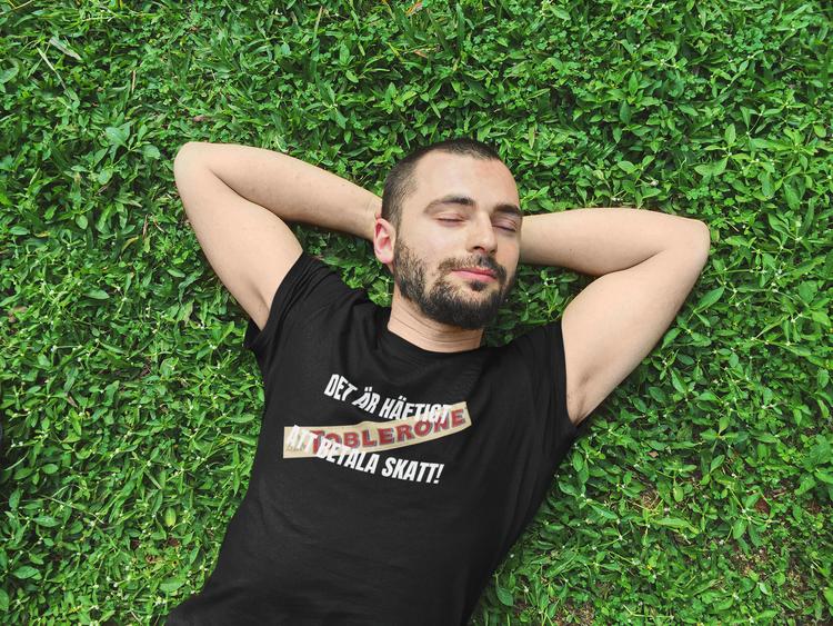 Betala skatt är häftigt-Toblerone- Tshirt. T-Shirt med tryck, Mona Sahlin