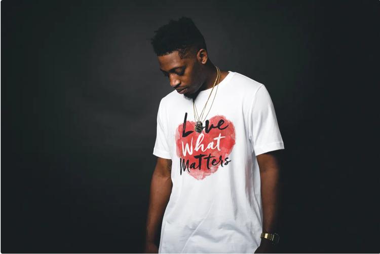 T-Shirt med tryck Love Matters. Tshirt Herr