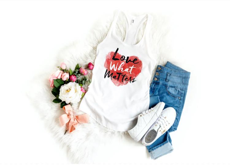 T-Shirt med tryck Love Matters. Tshirt Herr.Display