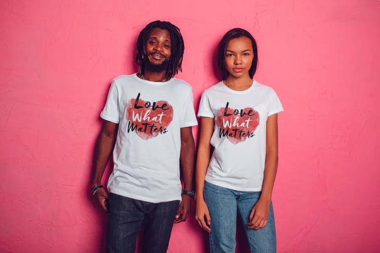 T-Shirt med tryck Love Matters. Tshirt Herr.Couple