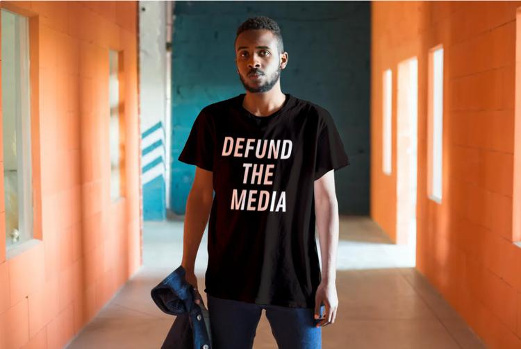 Defund The Media T-Shirt Herr Svart