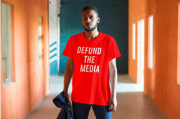 Defund The Media T-Shirt Herr Röd. T-Shirt herr med budskapet Defund The Media