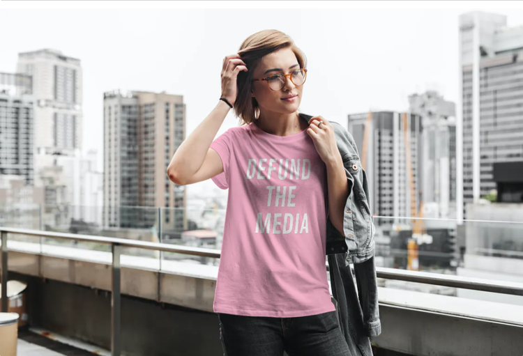 Defund The Media T-Shirt Dam Ljusrosa