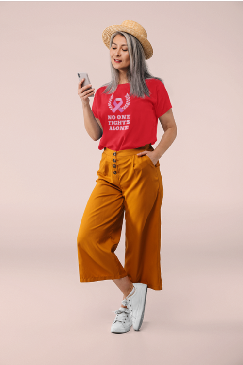 No One Fights Alone T-Shirt Dam-Röd-Cancerawareness