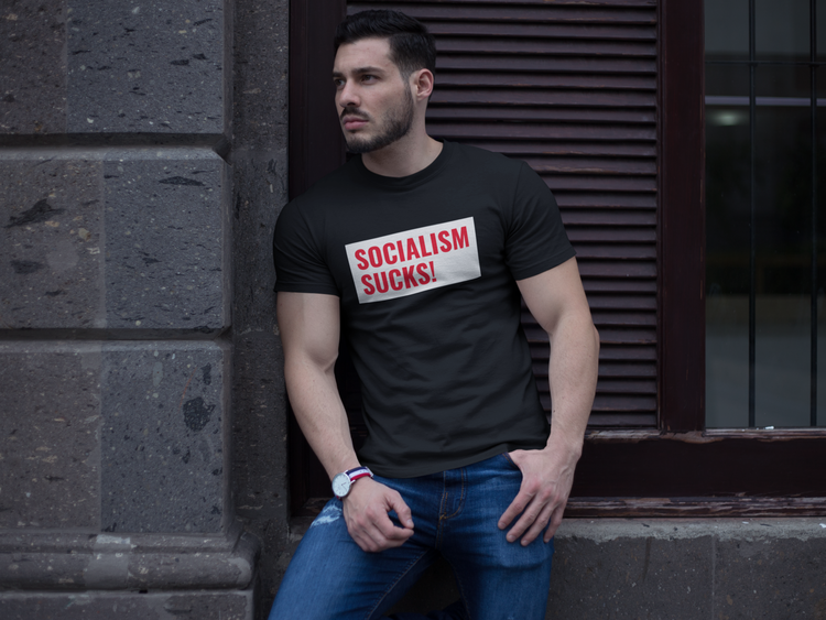 Socialism Sucks! T-Shirt. Tshirt med tryck. Vänsterpolitik suger. Rösta ej vänster Tshirt