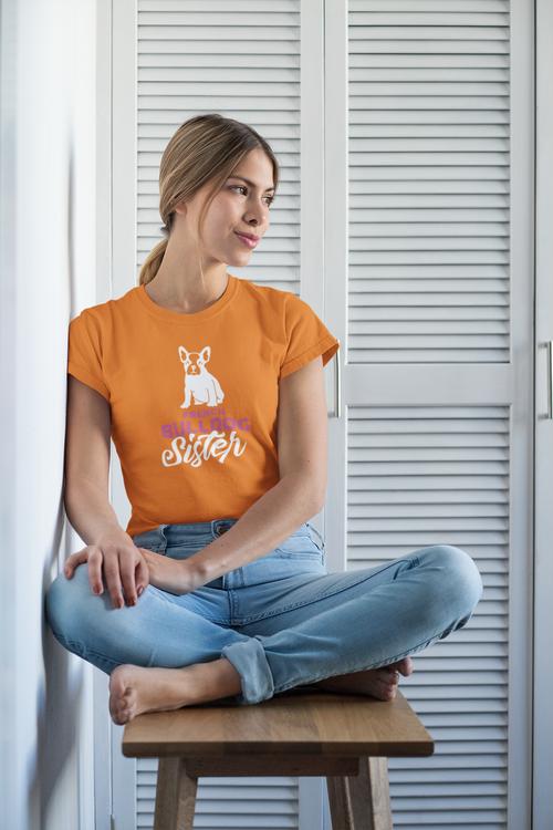 Fransk Bulldog T-Shirt. En T-Shirt för alla French Bulldog Sisters out there. Våra Fransk Bulldog T-Shirts finns både med crewneck & vringat