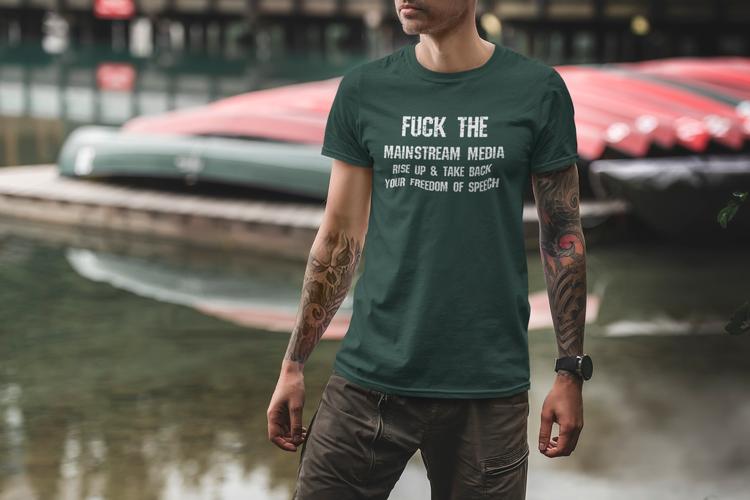 Snygga & klassiska T-Shirts med olika budskap. Denna T-Shirts text är Fuck The Mainstream Media.Stand up and take back your freedom of speech