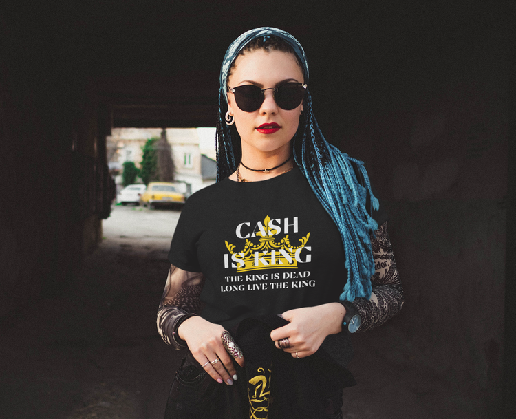 Cash Is King T-Shirt Female. T-Shirt med tryckt text Cash is king