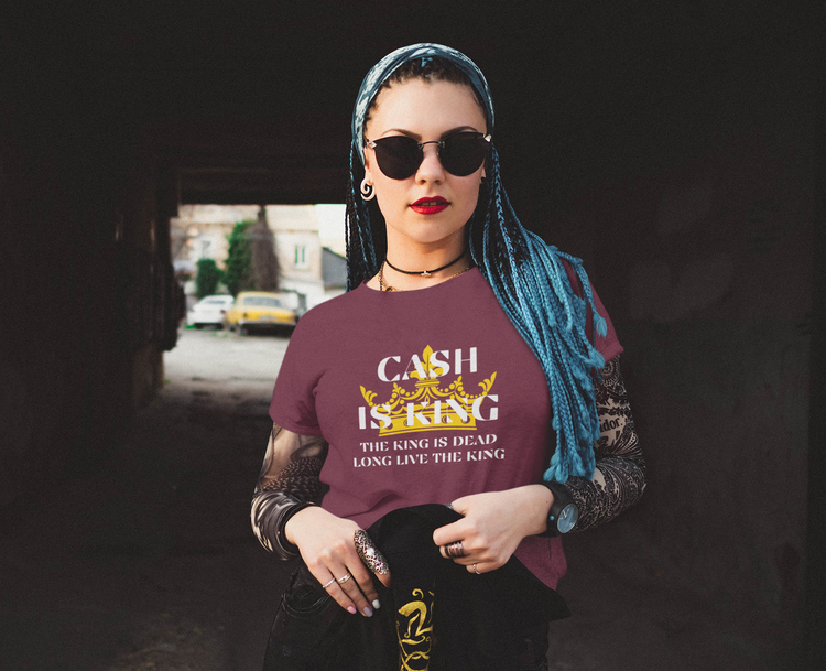 Cash is King Women. Den coolaste Cash Is King T-Shirt som finns att handla. Shoppa Cash Is King T-Shirt