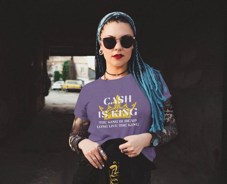Cash is King T-Shirt. Letar du efter en cash is king Tshirt för kvinnor? Då har du hittat Sveriges bästa T-Shir alternativ