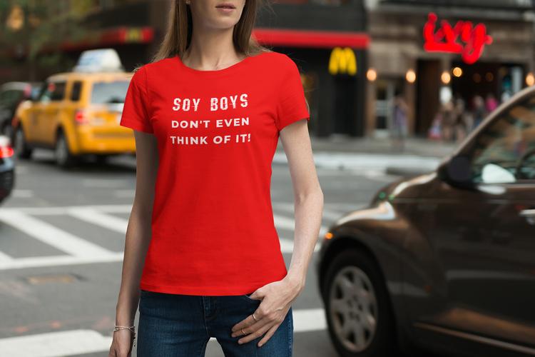 Soy Boy T-Shirt,  Soy Boys. Nobody wants a Soy Boy. Soy Boy is so out 2021 T-Shirt tjej. Flertal storlekar & färger