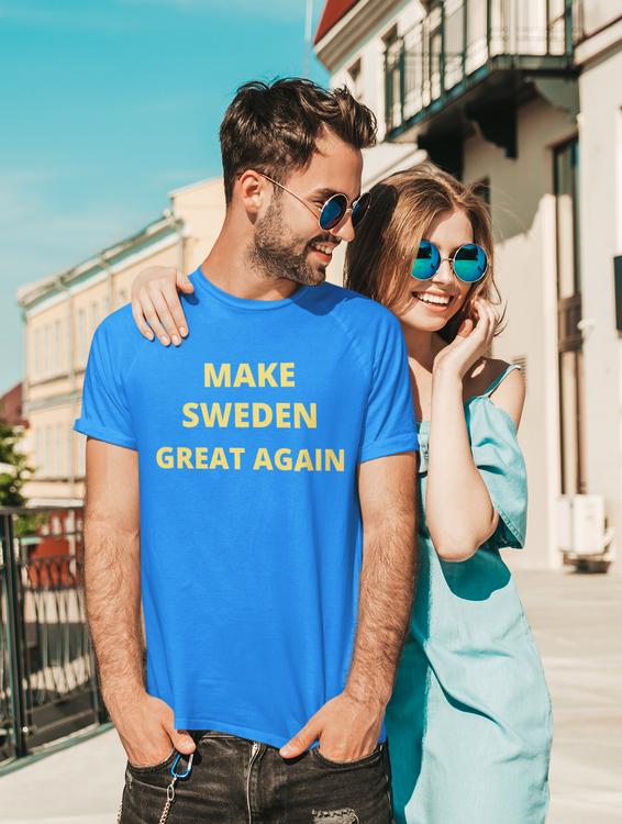Blå T-Shirt med text Make Sweden Great Again T-Shirts. Herr Modell. Vi vill ha tillbaka Sverige till det gamla & trygga Sverige