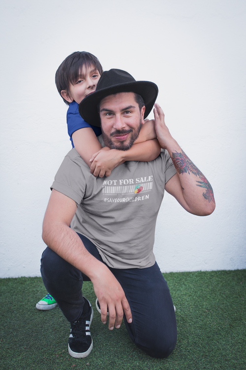 #saveourchildren T-Shirt. Herr Tshirt med tryck i flertalet färger & storlekar