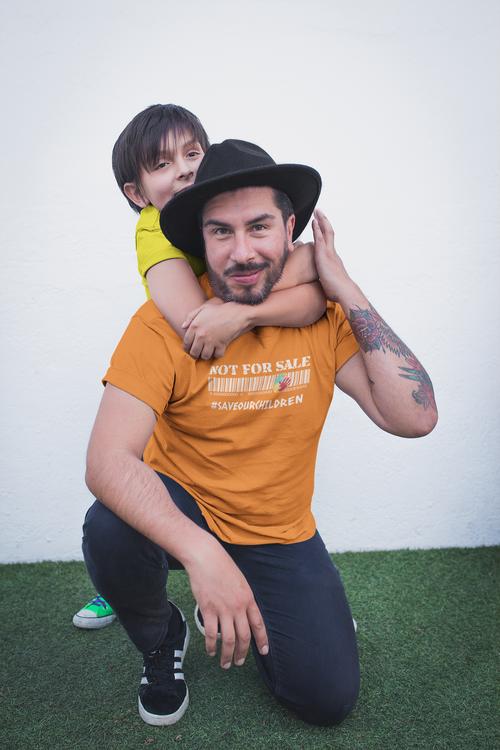 T-Shirt Herr Save Our Children. Tröjor i olika pastellfärger. Tröjor med tryck. End Human Trafficking