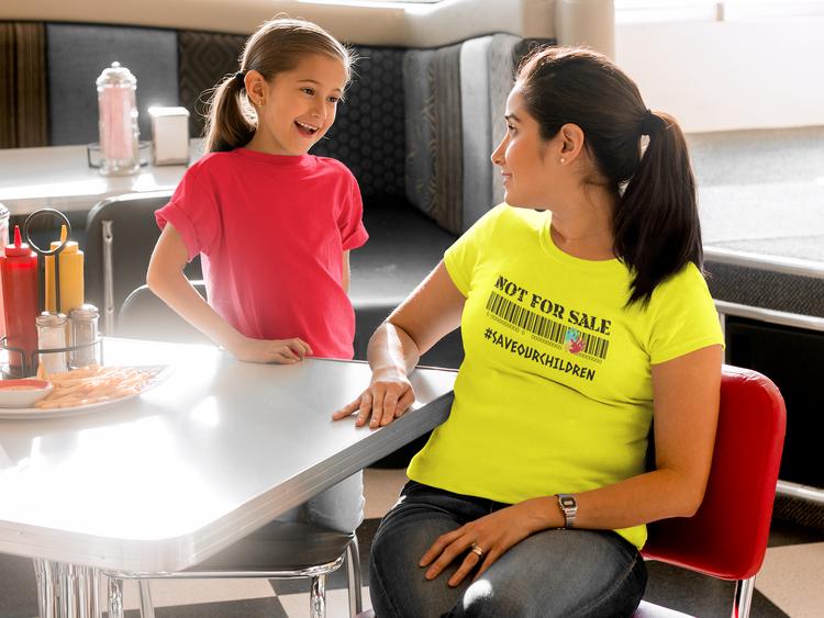 Not For Sale, Save Our Children Tshirt Dam. Tischor med budskap för kvinnor