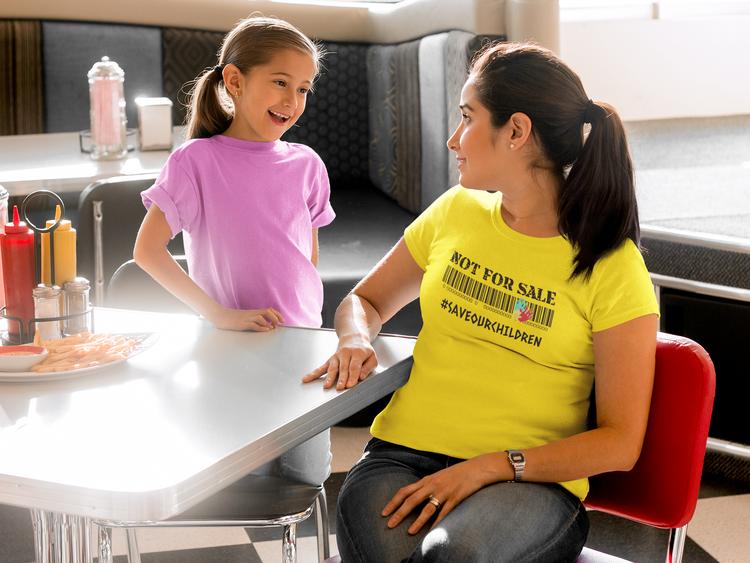 Save Our Children Tshirt. Tshirt med tryck. T-Shirt Dam