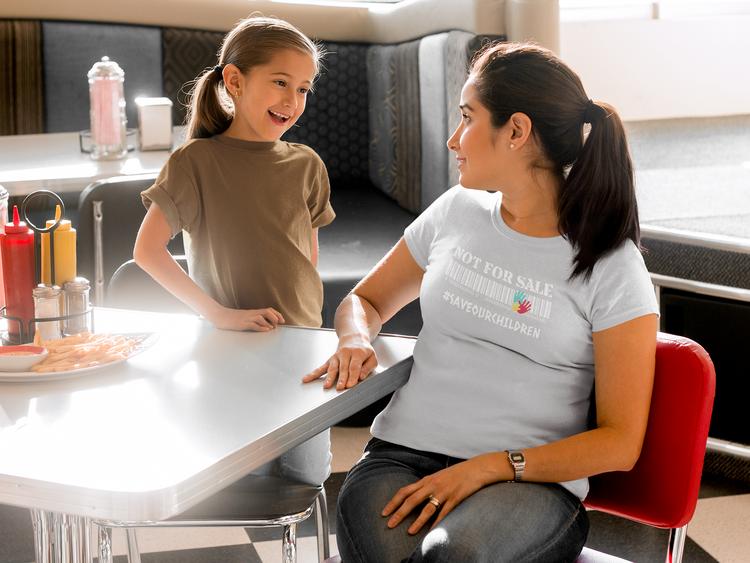 Save Our Children Tshirt Dam. Flera färger & storlekar. Årets viktigaste tröja att bära. Tshirt Dam med tryck